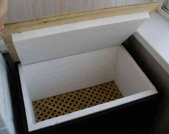 Утеплить ящик на балконе своими руками