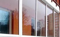 Какие окна лучше поставить на балконе: пластиковые или алюминиевые?