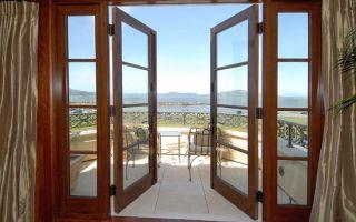 Какие бывают балконные двери?