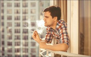 Допустимо ли курение на балконе или лоджии собственной квартиры