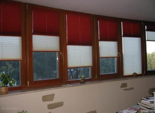 Плиссировка из двух видов тканей для окна на балконе