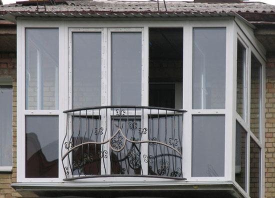 Французский балкон с матовыми стеклами