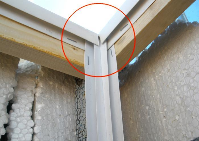 Крепление уголков при обшивке лоджии панелями