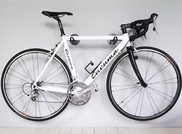 Металлические крепления для велосипеда на стену