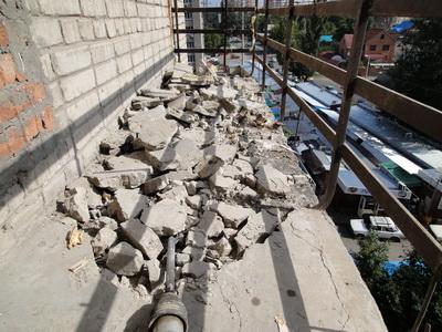 Подготовка и заливка пола – можно ли обновить свой балкон