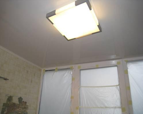 Потолочный светильник для освещения на балконе
