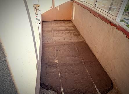 Ремонт пола на балконе – заливка стяжки