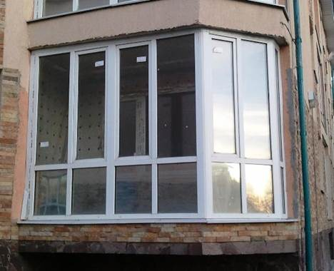 Внешний вид панорамных окон на балконе из ПВХ профиля