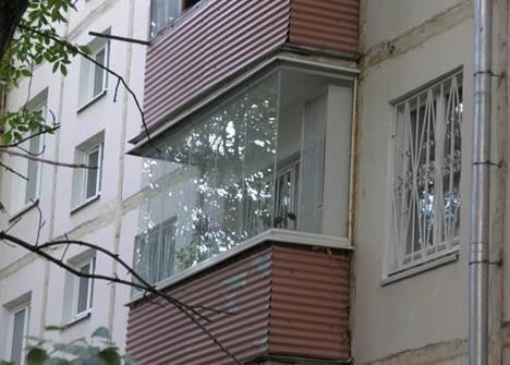 Безрамное остекление балконов в хрущевке