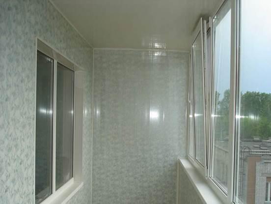 Обшивка балкона внутри пластиковыми бесшовными панелями