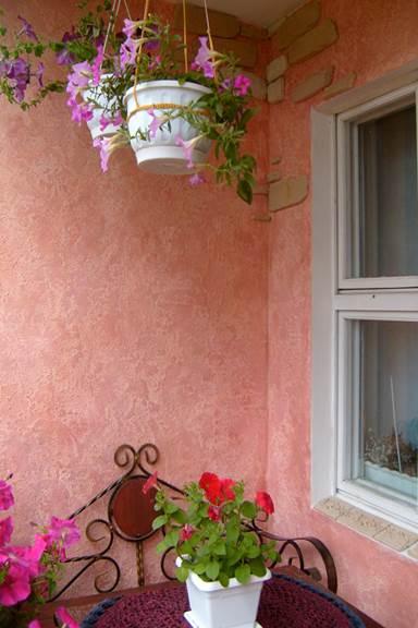 Чем лучше отделать стены маленького балкона - штукатурка