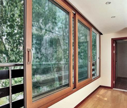 Деревянные раздвижные окна на лоджию