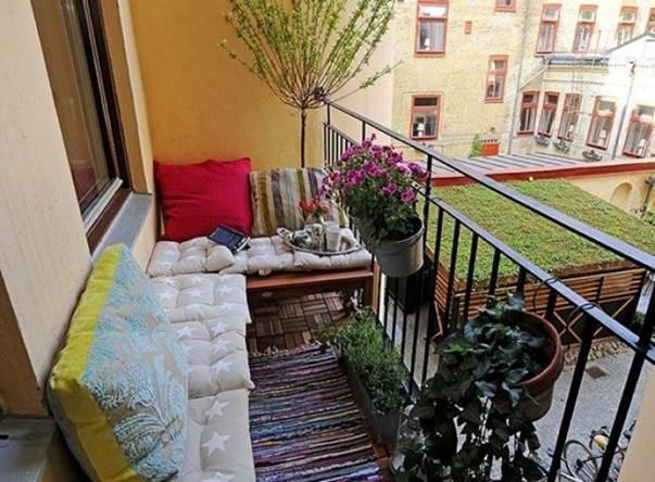 Идея для маленьких балконов открытого типа