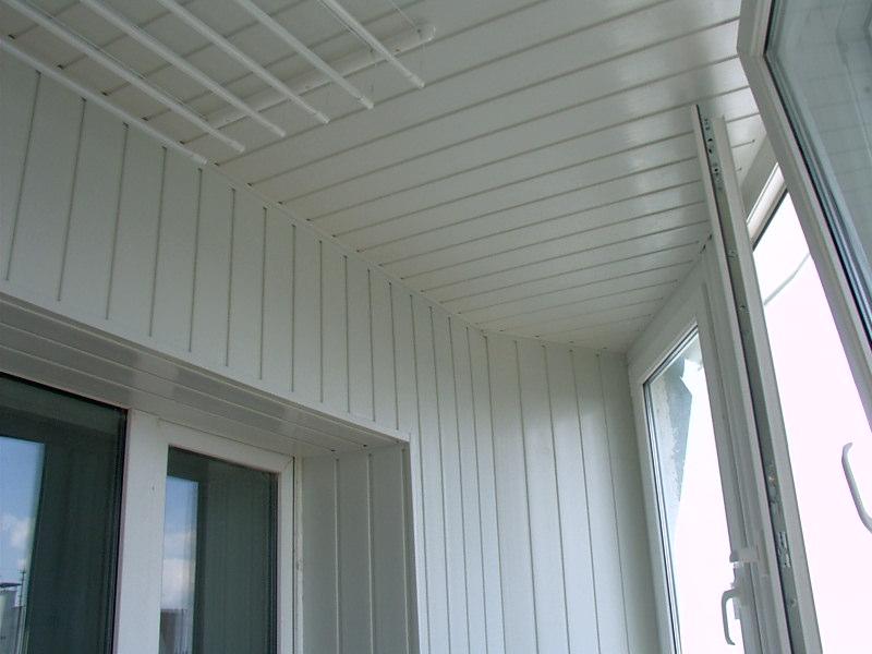 Отделка балкона изнутри сайдингом