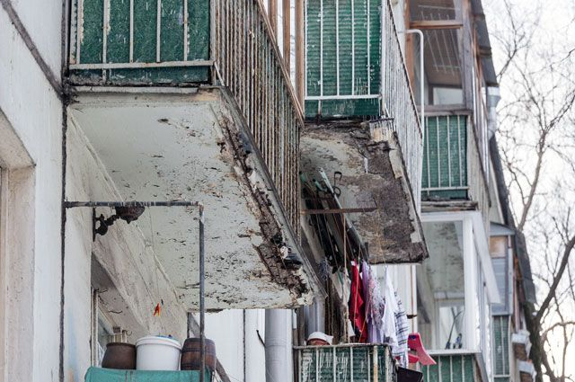 Перед остеклением надо сделать ремонт балкона в хрущевке своими руками