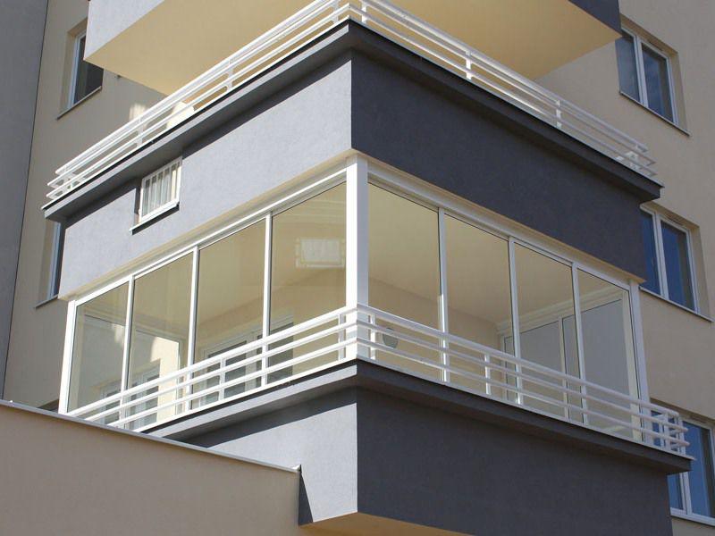 Разнообразие конструкций раздвижных окон на балконе