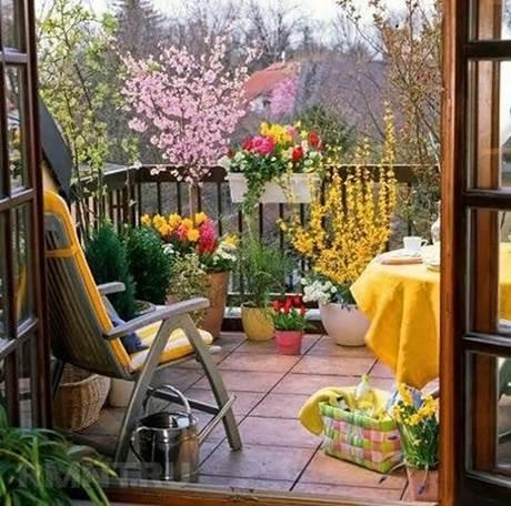 Уютный балкон открытого типа