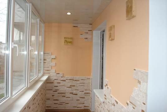 Варианты отделки балкона искусственным камнем