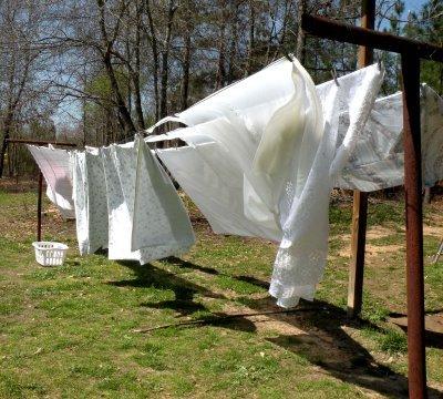 Как сушат белье на улице