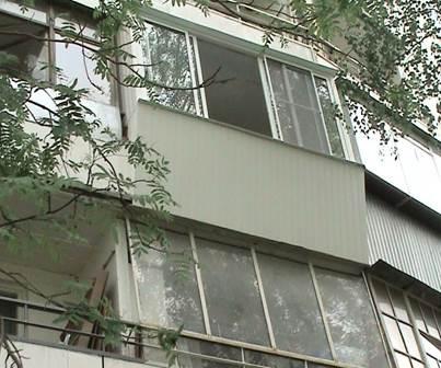 Остекление балконов с выносом алюминием