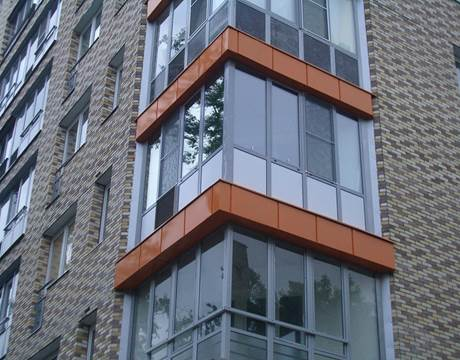 Остекление балконов витражным способом улучшает их дизайн
