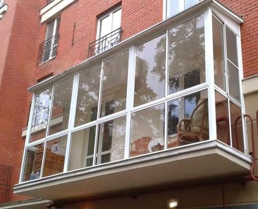Панорамный вариант остекления балконов пластиковыми окнами