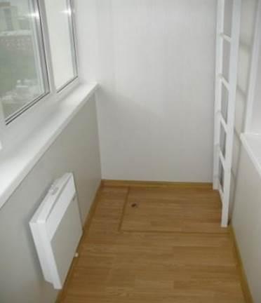Расположение у стены пожарной лестницы