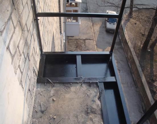 Вариант балкона с выносом по полу