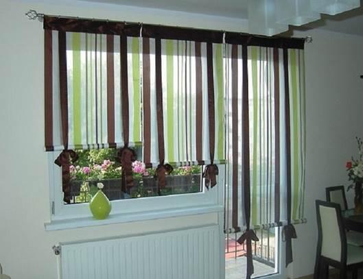 Вариант дизайна штор для кухни с балконной дверью