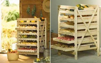 Стеллажи для хранения фруктов на утепленном балконе