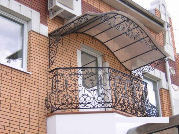 Балкон с козырьком из поликарбоната