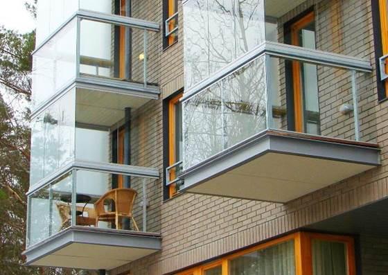 Бескаркасное остекление балкона