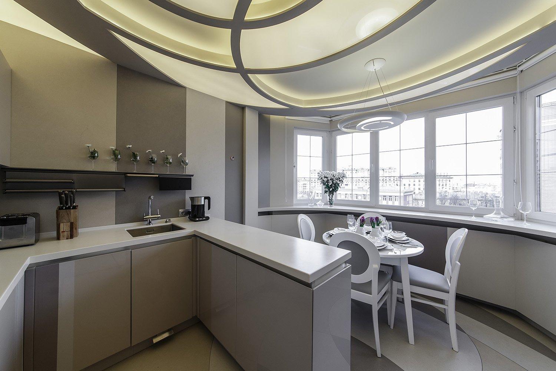 Дизайн кухни 10 кв. м. с обеденным столом на балконе