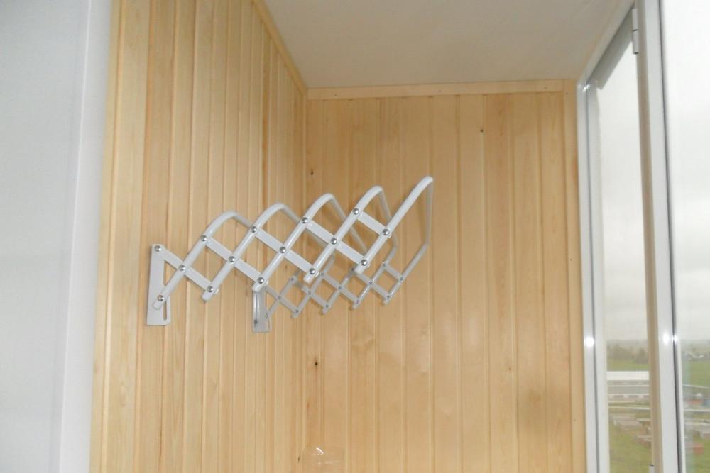 Вешалка для белья на балкон: потолочная и настенная сушилка .
