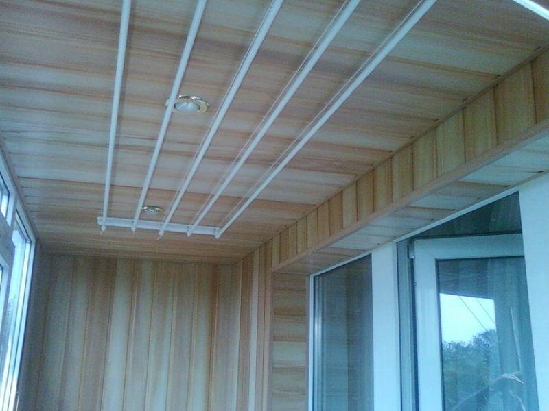Потолочная сушилка для одежды на балконе