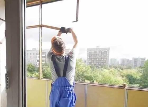 Подготовка лоджии к остеклению с демонтажем каркаса старой рамы