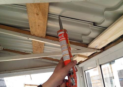Заделка балконной крыши герметиком от дождя