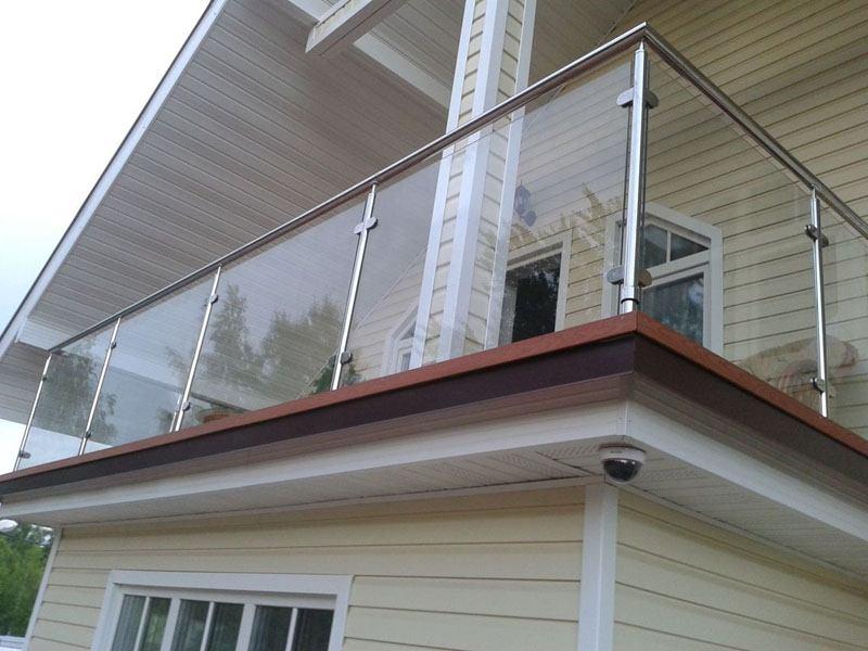 Ограждения балкона с металлическими перилами